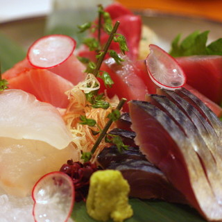 高知宿毛や岩手大船渡など、漁港直送の新鮮美味な魚介類
