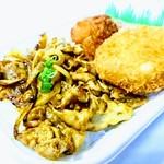 ほっかほっか亭 - 料理写真:肉厚ハンバーグ弁当520円 カリージャン弁当390円