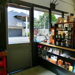 COZY Coffee Spot - 上を向くと面白い店内