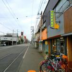 COZY Coffee Spot - 阪堺電軌の線路沿いにお店があります