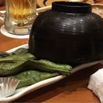魚 枡 - そら豆の炭火焼き