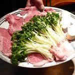 シャカ - 薄切りステーキとカイワレ大根