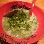 ラー麺 ずんどう屋 - 料理写真:ねぎラーメン 930円