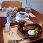椎名町カフェ - キャラメルバナナケーキ、コーヒー
