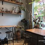 コチト ハナトオカシト - 植物を組み合わせた落ち着いた空間。