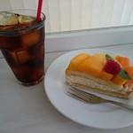 フルーツショップ青森屋 - タルトセット(1020円) 沖縄マンゴーのタルト&アイスコーヒー