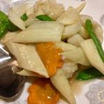 東海酒家 - イカとセロリの塩味炒め