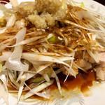 東海酒家 - 蒸し鶏のねぎ油かけ