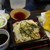 楠庵 - 料理写真:左手前の汁がうどん用奥が蕎麦用