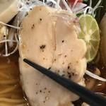 麺処 秋もと - 【2017.7.21】しっとりとした仕上がりの鶏チャーシュー。