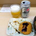 そば処 大橋や - 缶ビール310円、メンチ180円