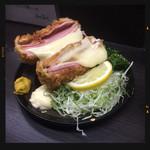 立ち呑み処 ふくふく - ハムカツチーズ 350円