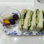 銀座千疋屋 - アボカドのサンドウィッチ