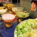 アムリタ食堂 - サラダとスープはセルフで