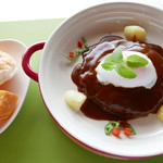 プティ キャナル - 近江牛のハンバーグ(デミグラスソース)