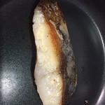 魚久 - フライパンで焼いてみた