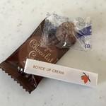 ロイズ - チョコレート菓子、リップクリームです。