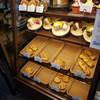 ザ・パーク・エムズ・コーヒー - 料理写真:レジの横に目をひくパンとシフォンケーキが