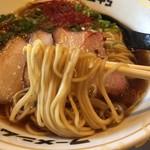 ラーメンムギュ - ONIBARAくろ(750円)麺リフト