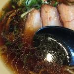 ラーメンムギュ - ONIBARAくろ(750円)スープ