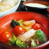 海老とブロッコリーとミニトマトのアヒージョ