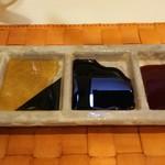 名代 串揚げ 松葉 - 岩塩、出汁醤油、ウスターソース、ブレンドソース