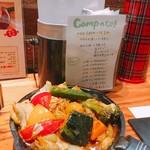 野菜を食べるカレーcamp - 紙ナフキンの容器は飯盒