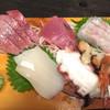 古民家食堂&カフェ&居酒屋 持田屋 - 料理写真:まずは抑えるべき刺し盛り
