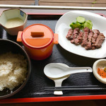 オルガノ - 厚切り牛タン定食 1480円  麦ご飯、とろろ、牛テールスープ付