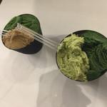 ななや - 並べてみました プレミアム抹茶No.7、かなり濃いグリーンです