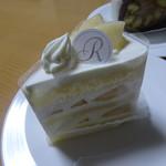 ランブラス - 料理写真:桃ショートケーキ