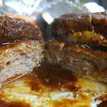 キッチンピーナッツ - ハンバーグと牛肉柔らか煮ホイル焼き