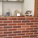 NiCORi - シンプルな造りの店内