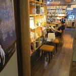 東京天狼院 - ビル2階のブック・カフェ