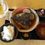 大阪満マル - カレイ定食734円 生中322円