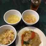 神戸餐館 - 卵スープ、いろいろ入ったスープ、焼飯、あんかけやきそば