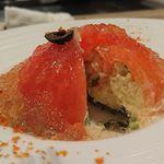 71518175 - 真っ赤なトマトにカニとキヌワを詰めたファルシー   トマトコンソメジュレ添え