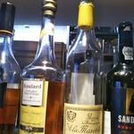 ビストロ ディヴァン - カルバドスとマール 中々渋いお酒が並んでます