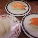三葉寿司 - 絵皿が200円、紺の帯が130円