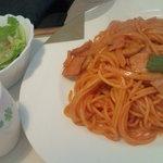 Ondhinu - 懐かしのナポリタン(サラダ、スープ、ドリンク付700円)。