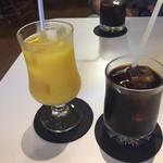 マツムシコーヒー - アイスコーヒー400円オレンジジュース300円