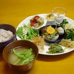 話食家 和 - 料理写真:地元野菜を使ったおばんざいランチ