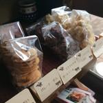 自家焙煎コーヒーcafe・すいらて - 手作りの焼き菓子たちが並びます(2017.8.15)