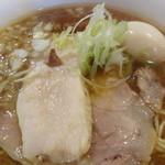 バードメン - 味玉入り鶏ソバ(接写)