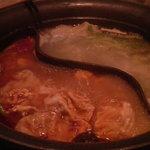 7153401 - 鍋:食べ途中ですが、火鍋と出汁の2種。