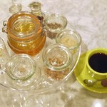 アラウカーリア コーヒー ビーンズ バンク - コーヒーには、色々な甘いチョイス出来ます