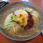 中華料理 普門 - 暑い季節に!冷たいうどん。自家製麺でめっちゃ美味しい。
