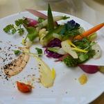 71536490 - 20種類の地元野菜のサラダ