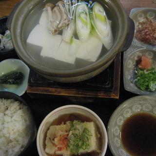 くらま温泉 - 料理写真:湯豆腐定食1500円