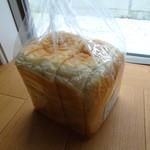 テン - 料理写真:レーズン酵母とパン酵母の食パン350円